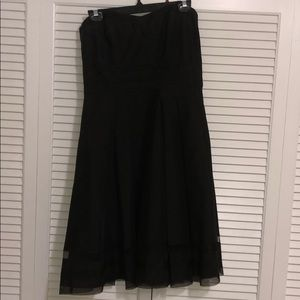Strapless black dress with sweetheart neck